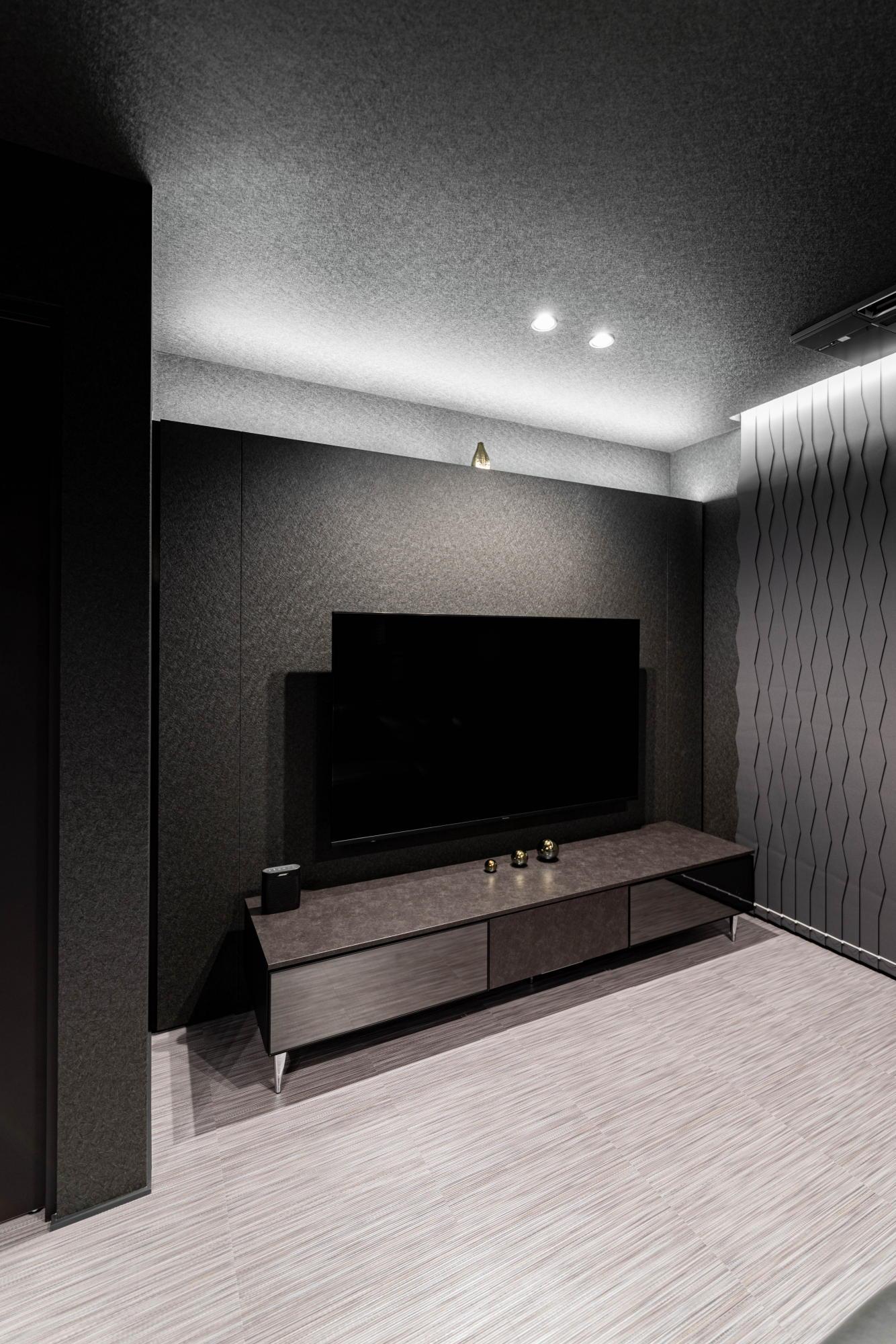 ブラックコーディネートの家 TVボード